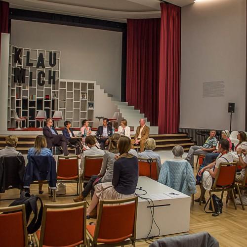 Deutscher Knigge-Rat @ dOCUMENTA 13 - Offizielles dOCUMENTA-Programm 'Maybe education and public program' am 18.06.2012 im Ständehaus: 'Greeting commitee' Diskussion mit dem Deutschen Knigge-Rat und Ana Prvacki
